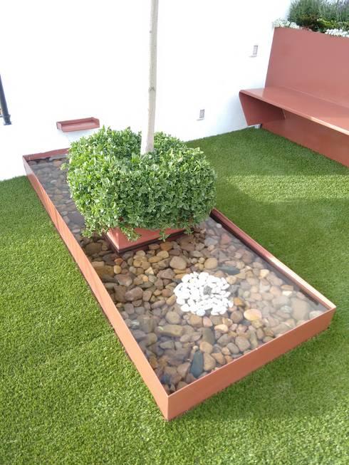 Jardines de estilo moderno por Arqca
