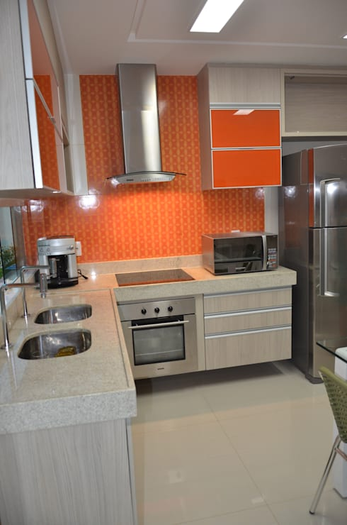 Kitchen by Cris Nunes Arquiteta