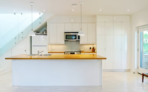 Our House: minimalistic Kitchen by Solares Architecture