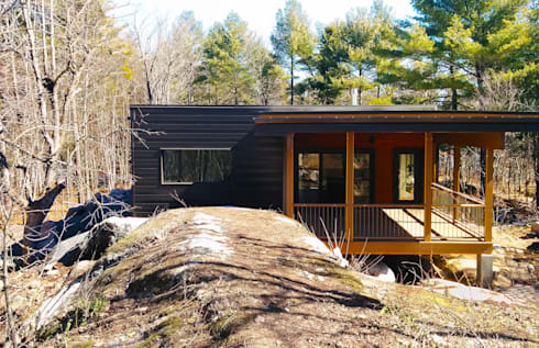 Frontenac House: modern Houses by Solares Architecture