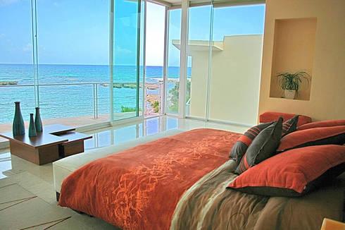 VILLA GAUGUIN: Recámaras de estilo moderno por SG Huerta Arquitecto Cancun