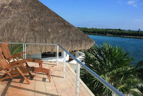 VILLA GAUGUIN: Terrazas de estilo  por SG Huerta Arquitecto Cancun