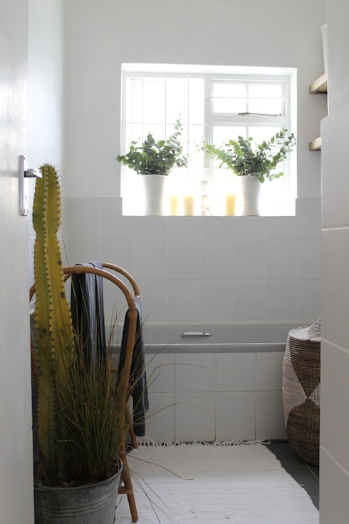 Paarl - Eclectic Country:  Bathroom by kojabu