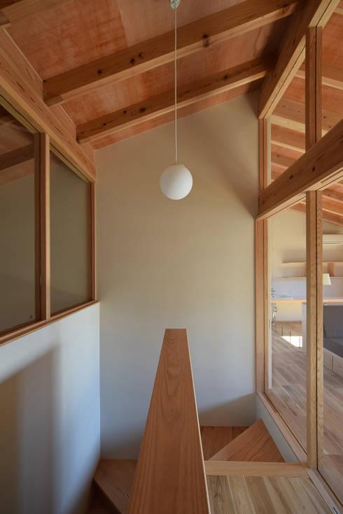 houseTT: Snowdesignofficeが手掛けた廊下 & 玄関です。