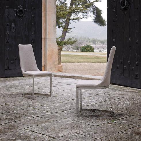 Cadeiras Chairs www.intense-mobiliario.com  LAYLA: Sala de jantar  por Intense mobiliário e interiores;