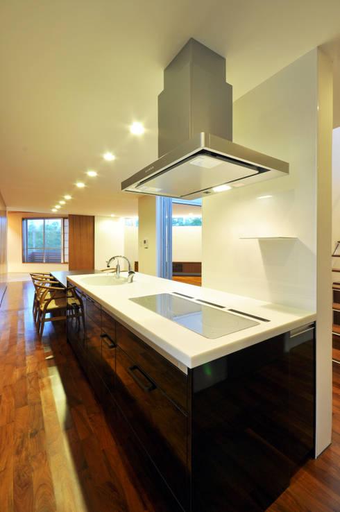 YSM-HOUSE: 門一級建築士事務所が手掛けたキッチンです。