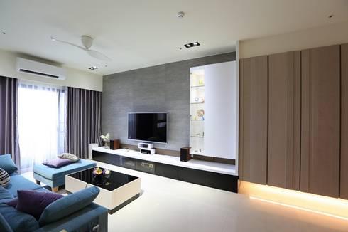 灰色簡約俐落宅:  客廳 by 微自然室內裝修設計有限公司