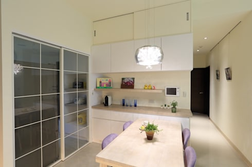 灰色簡約俐落宅:  餐廳 by 微自然室內裝修設計有限公司