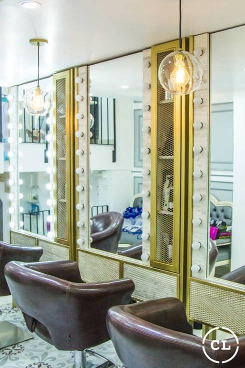 Salon de belleza: Espacios comerciales de estilo  por Cristina Cortés Diseño y Decoración
