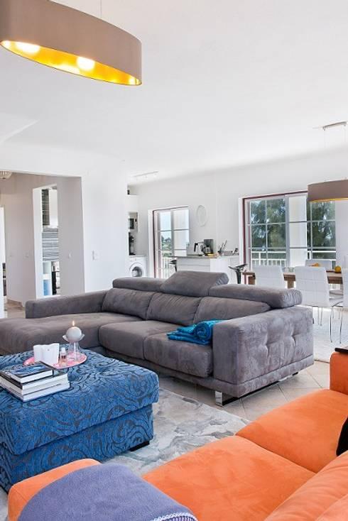 Beach penthouse: Casa  por WOW Smart Living