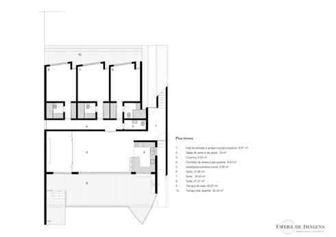 Estudo prévio para ampliação e design de interiores de moradia na praia de Wimby:   por Esfera de Imagens Lda