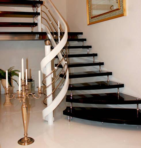 Schwebende treppe   die freitragende treppe / bolzentreppe aus ...