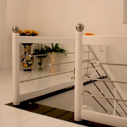 schwebende treppe die freitragende treppe bolzentreppe aus granit star galaxy von klepfer. Black Bedroom Furniture Sets. Home Design Ideas