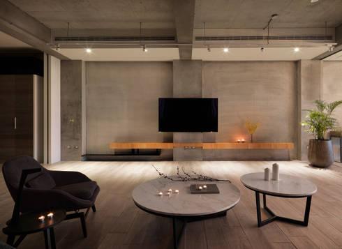 Quiet home:  客廳 by 夏沐森山設計整合