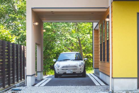 Garages & sheds by COLOR LABEL DESIGN OFFICE