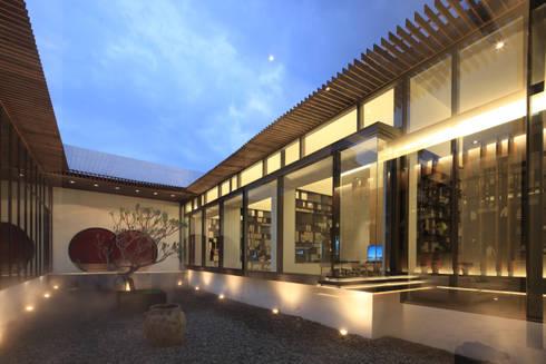 中庭:  展覽中心 by Arcadian Design 冶鑄設計