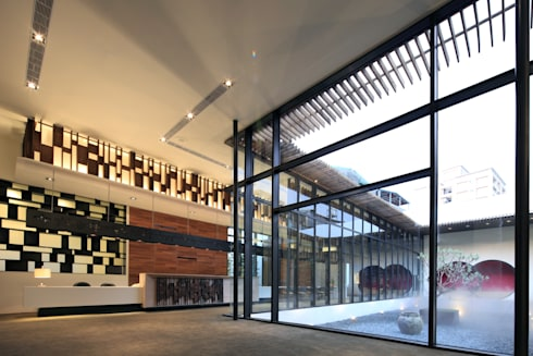 櫃台:  展覽中心 by Arcadian Design 冶鑄設計