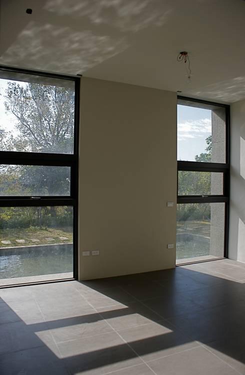 Dormitorios de estilo  por 大也設計工程有限公司 Dal DesignGroup