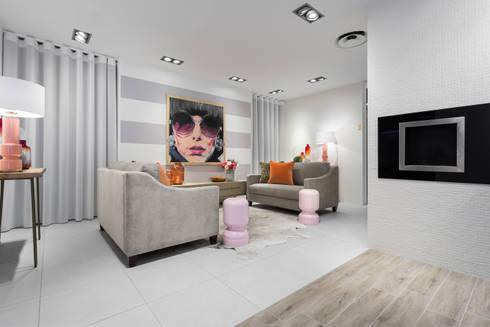 Urban Glam House: Salas de estar modernas por ÀS DUAS POR TRÊS