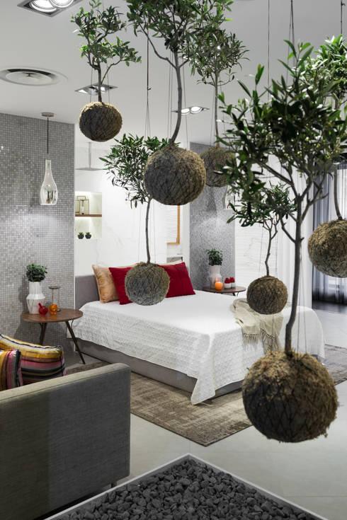 Urban Glam House: Quartos modernos por ÀS DUAS POR TRÊS