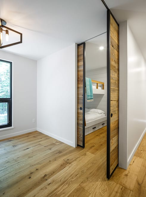 Lac St. Sixte Summer Residence: modern Bedroom by Flynn Architect