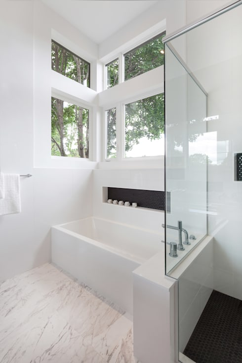 McKellar Park New Home:  Bathroom by Jane Thompson Architect