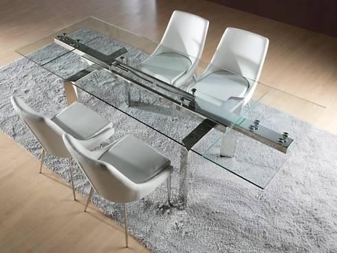 Mesas de refeições extensíveis em vidro Extending glass dining tables www.intense-mobiliario.com  NILBUD http://intense-mobiliario.com/pt/mesas-cozinha-extensiveis/11492-mesa-extesivel-nilbud.html: Sala de jantar  por Intense mobiliário e interiores;