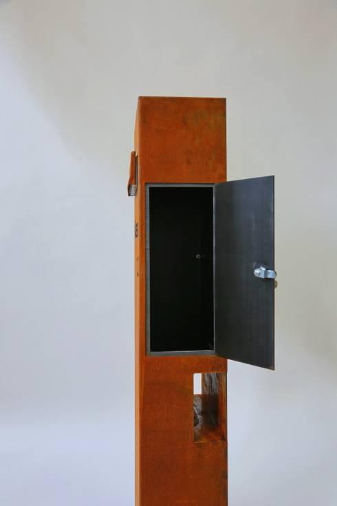 freistehender briefkasten aus corten stahl von metall gestaltung dipl designer fh peter. Black Bedroom Furniture Sets. Home Design Ideas