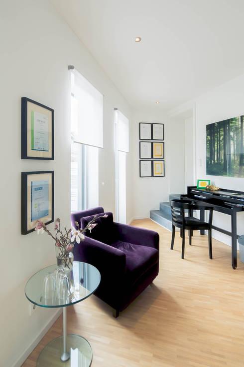 minimalistische Studeerkamer/kantoor door Architektur Jansen