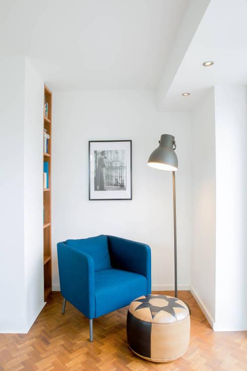 minimalistische Woonkamer door Architektur Jansen