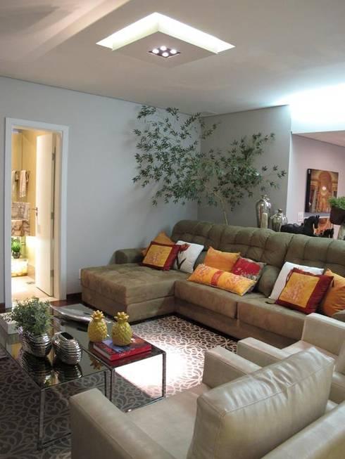 Living room by Cia de Arquitetura