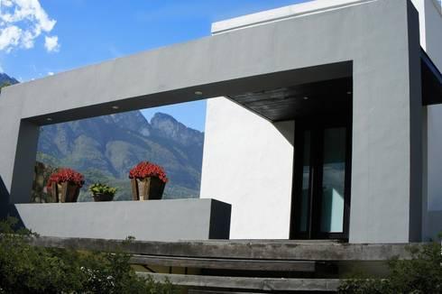 RESIDENCIA ANTIGUO SAN AGUSTIN: Casas de estilo moderno por TREVINO.CHABRAND | Architectural Studio