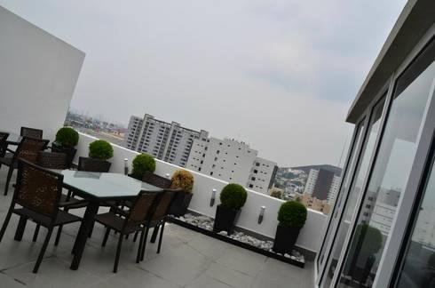 TORRE VISUM: Terrazas de estilo  por TREVINO.CHABRAND | Architectural Studio