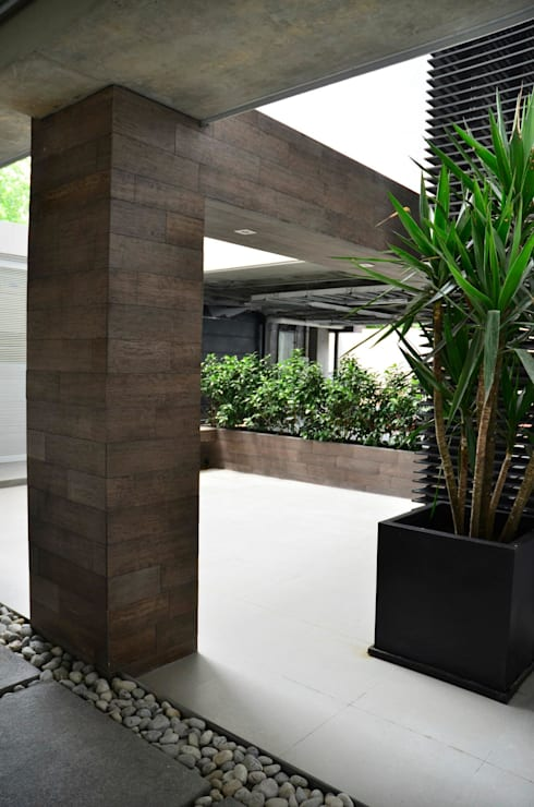 TORRE VISUM: Jardines de estilo moderno por TREVINO.CHABRAND | Architectural Studio