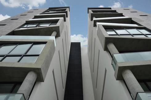 TORRE VISUM: Casas de estilo moderno por TREVINO.CHABRAND | Architectural Studio