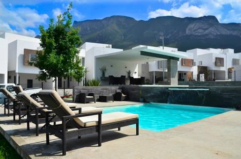 RESIDENCIA LAS MONTAÑAS: Albercas de estilo moderno por TREVINO.CHABRAND | Architectural Studio