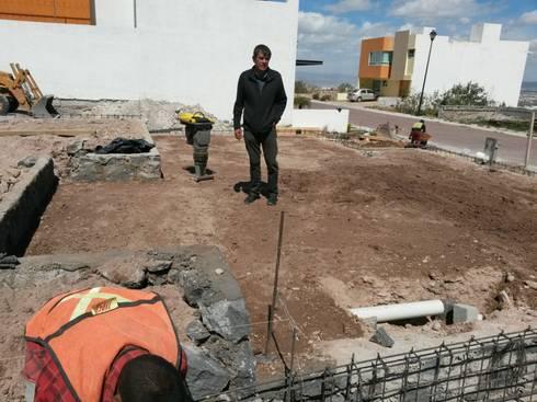 PREPARACION DE INSTALACIONES EN LOSA DE CIMENTACION:  de estilo  por RyR Constructora