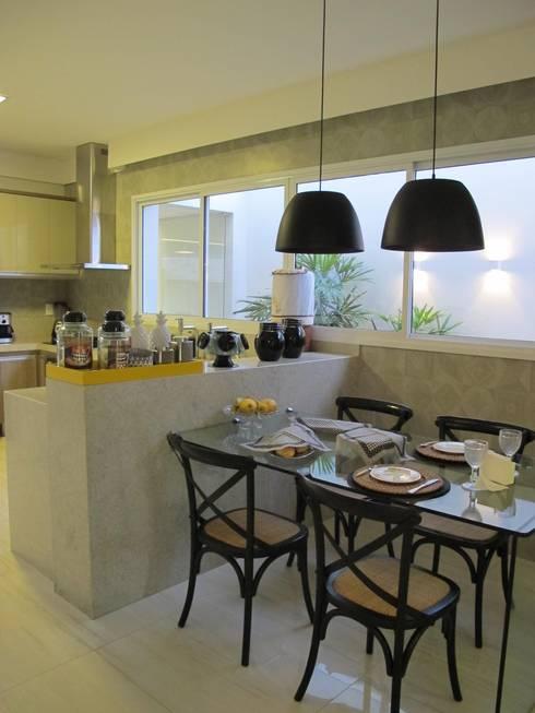 Cocinas de estilo  por Cia de Arquitetura