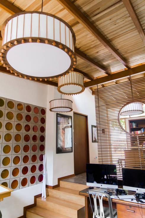 Oficinas de Fotografía : Estudios y despachos de estilo moderno por Arquitectura Positiva