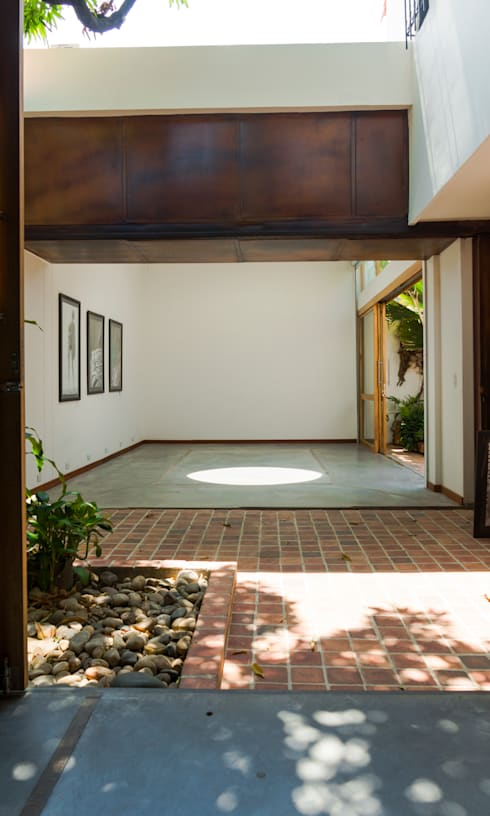 Estudio de Fotografía : Salas multimedia de estilo moderno por Arquitectura Positiva