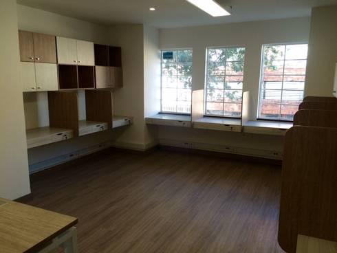 PROYECTO MOBILIARIO. OFICINAS SMART: Oficinas y Tiendas de estilo  por La Carpinteria - Mobiliario Comercial