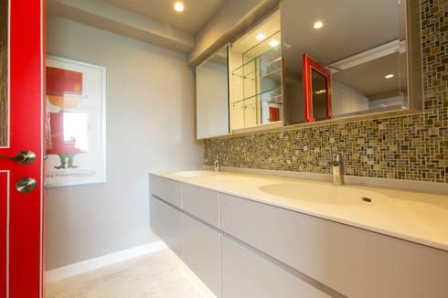 スタイリッシュに: 株式会社井蛙コレクションズが手掛けた浴室です。