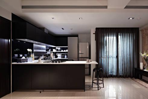 緞鋼:  廚房 by 大晴設計有限公司
