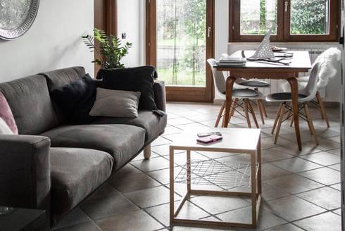 Progetto di interni per una casa a schiera: Soggiorno in stile in stile Scandinavo di CAFElab studio