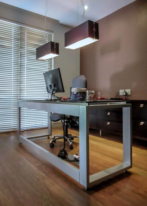 Study Desk 2: modern Study/office by WHO DID IT