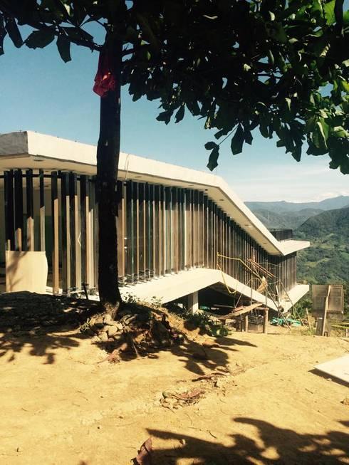 Diseño Rural: Casas de estilo rural por COLECTIVO 720
