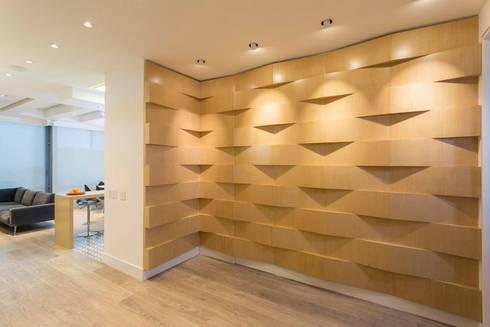 Apto Cr 2 – Cll 69: Pasillos y vestíbulos de estilo  por Bloque B Arquitectos