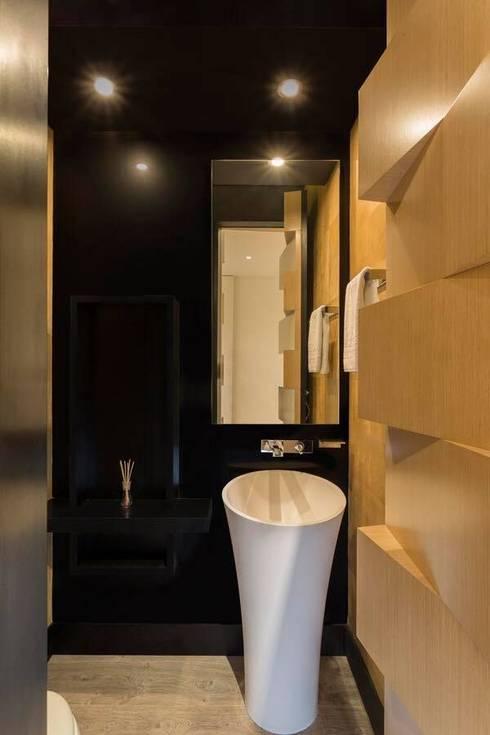 Apto Cr 2 - Cll 69: Baños de estilo  por Bloque B Arquitectos