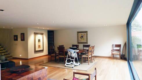 Casa Bosques: Salas de estilo moderno por Taller Plan A