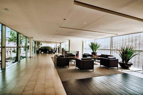 Infiniti Pedregal: Estudios y oficinas de estilo moderno por Taller Plan A
